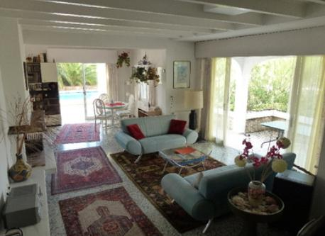 Wohnzimmer mit Cheminee und Nordterasse