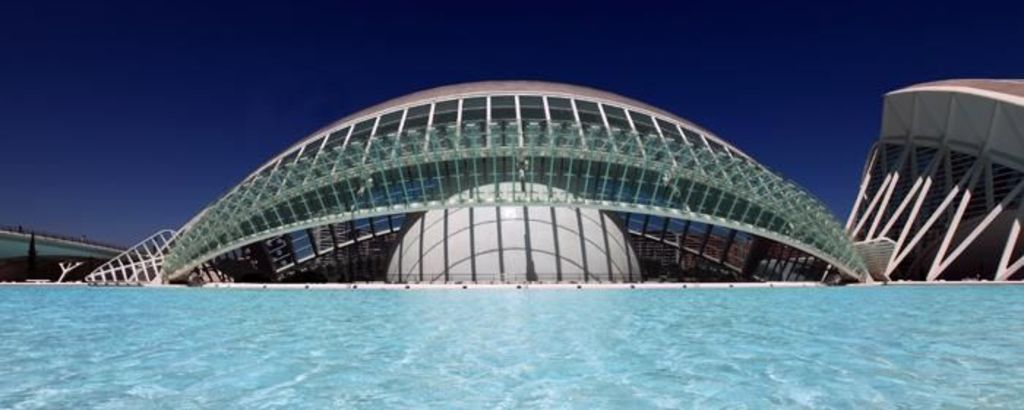 Hemisfèric: largest hall in Spain to contain three systems projecting into a concave screen of 900 square metres