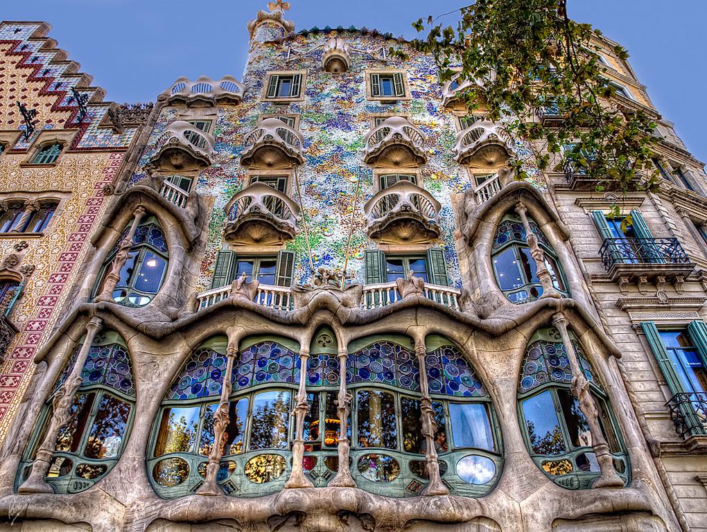Route Gaudí en Barcelona (25 minuts by car) / Ruta Gaudí (a 25 minutos en coche)