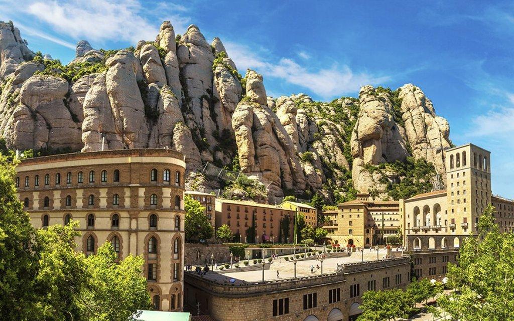 Montserrat (50 minuts by car) / Montserrat (a 50 minutos en coche)