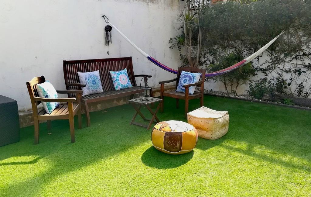 Jardín de 100 metros con piscina / Garden with pool