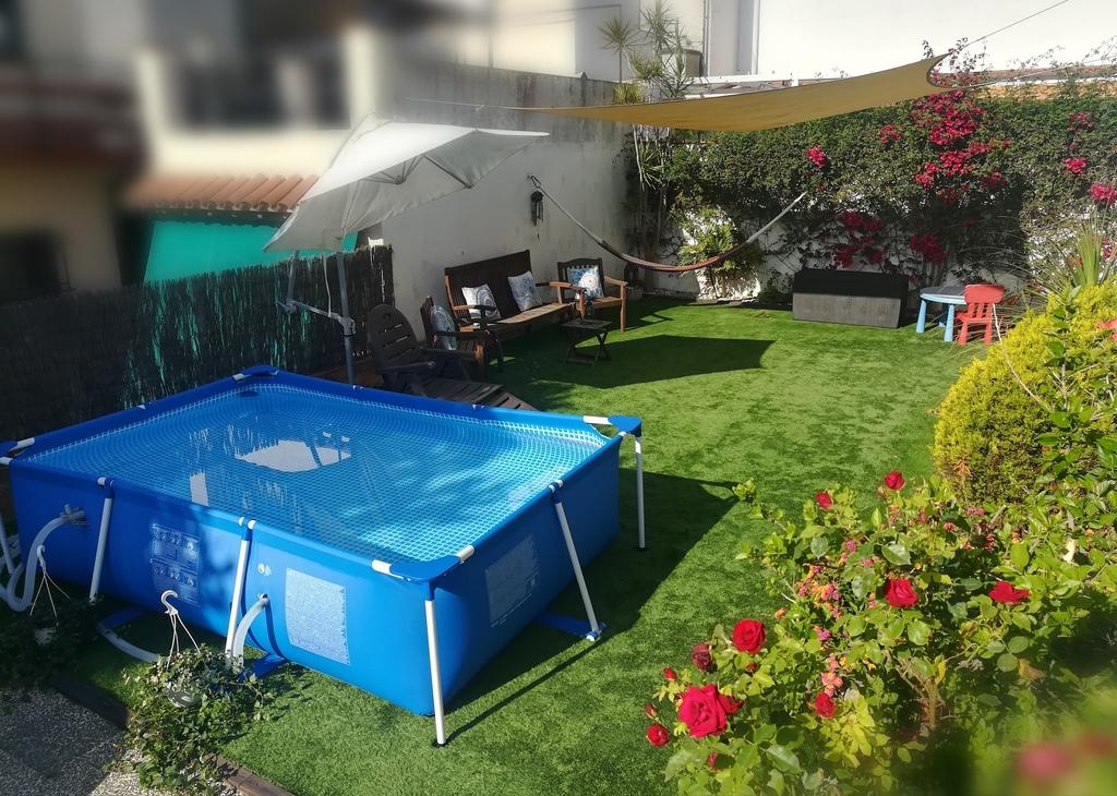 Jardín con piscina / Garden with pool