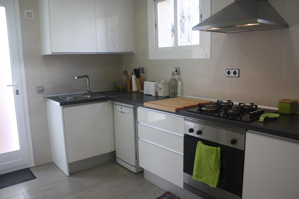 Kitchen / Cocina  (Downstairs)