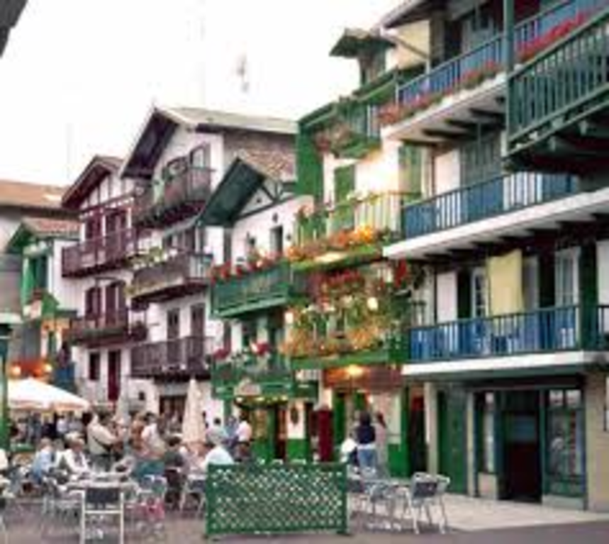 Hondarribia (20 min), beautiful fishing village