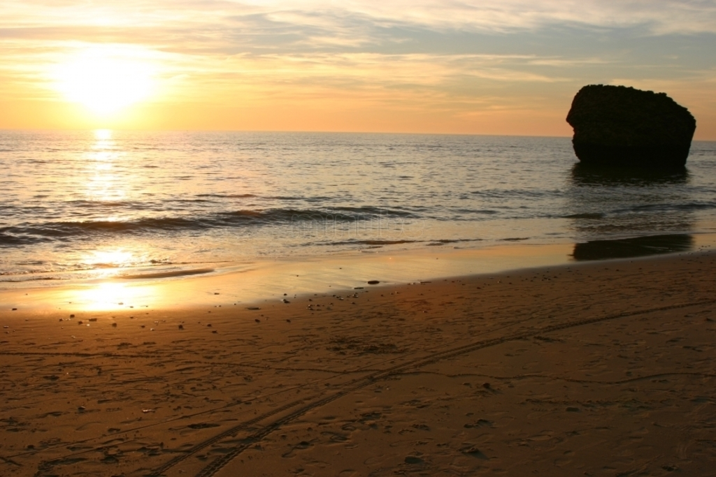 Beaches > Beautiful sunset at Torre La Higuera beach