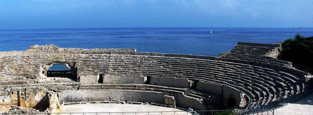 Tarragona, anfiteatro (10min coche/tren)