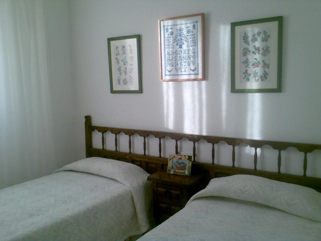 Chambre avec deux lits individuels