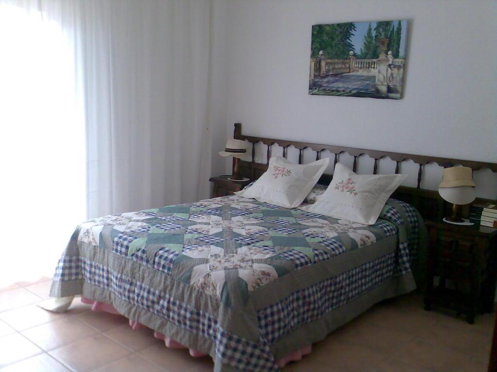 Chambre avec un lit double