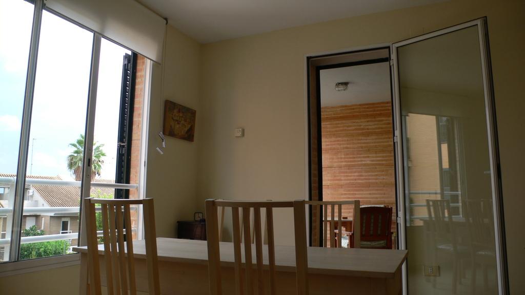 Dinningroom and terrace / Comedor y terraza