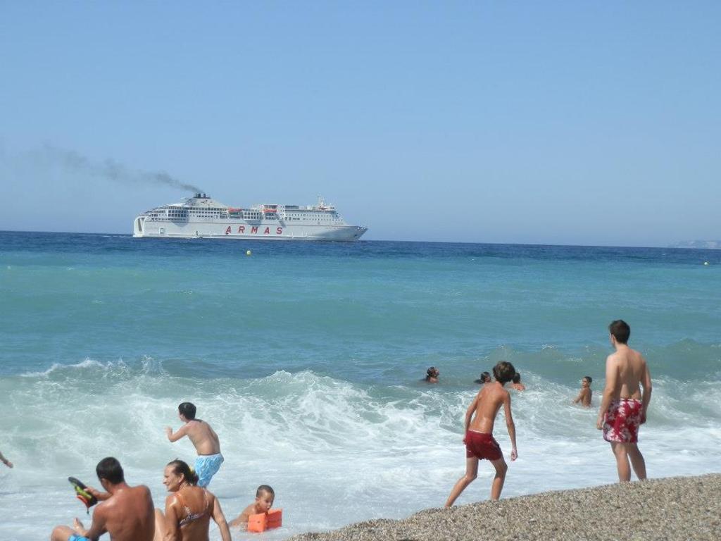 Salen y vuelven  dos barcos diarios a Ceuta y Melilla para excursiones de un dia
