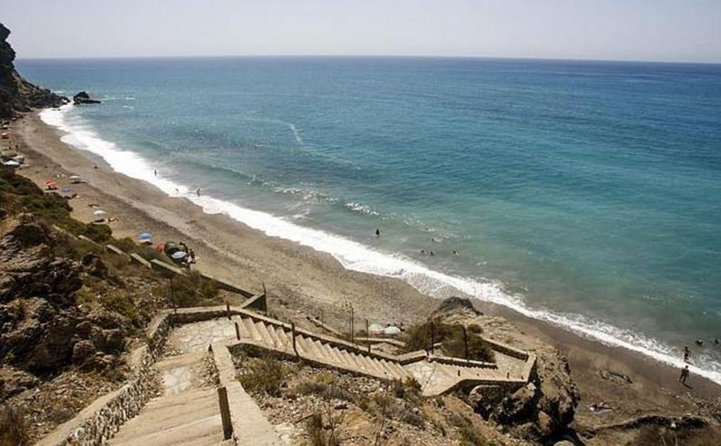 andando a 30 minutos de Torrenueva la playa de la Joya