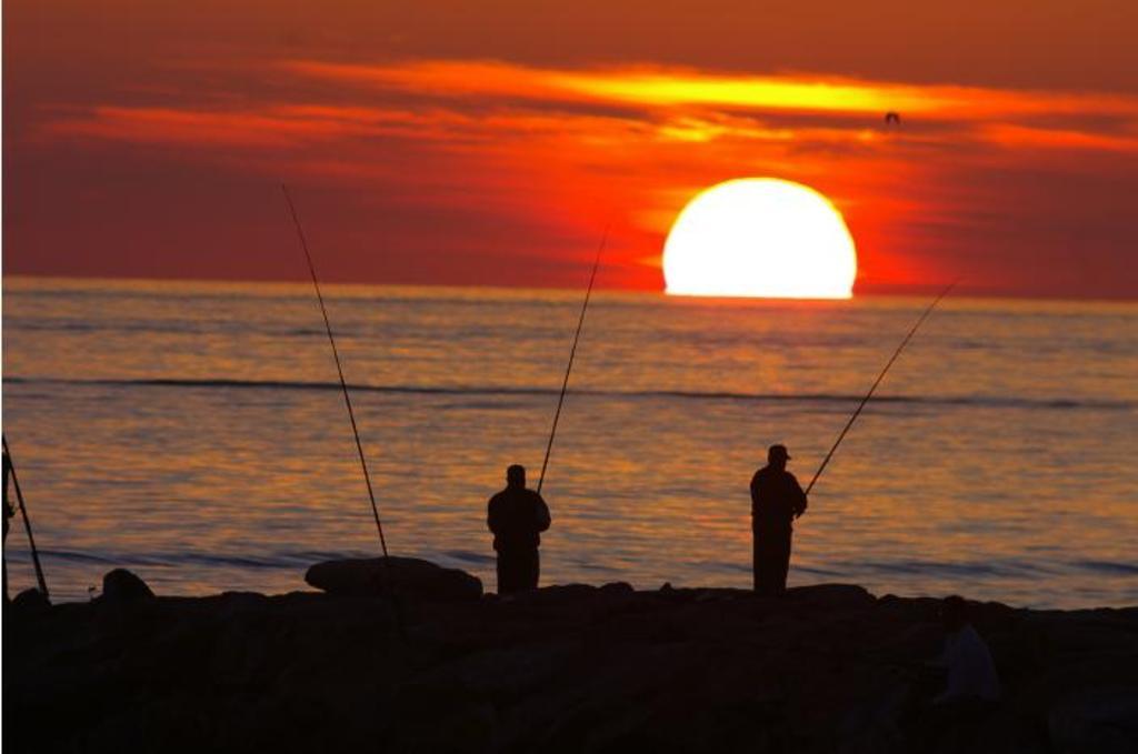 Se permite la pesca desde el  anochecer hasta el amanecer