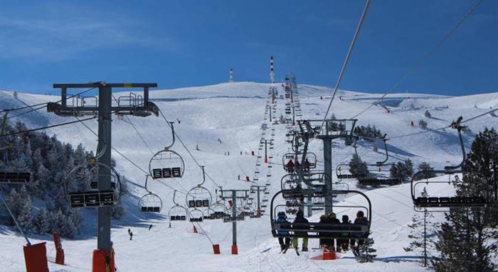 Port Ainé Ski Station (1 h)