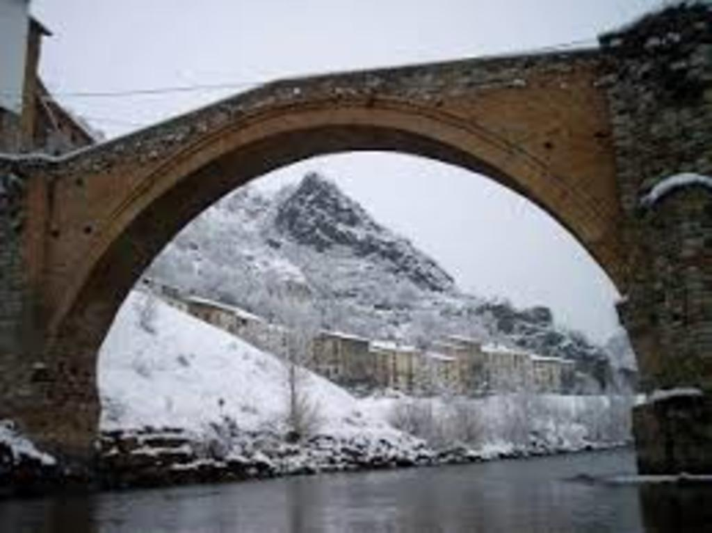 Romanic bridge, Gerri de la Sal (15')