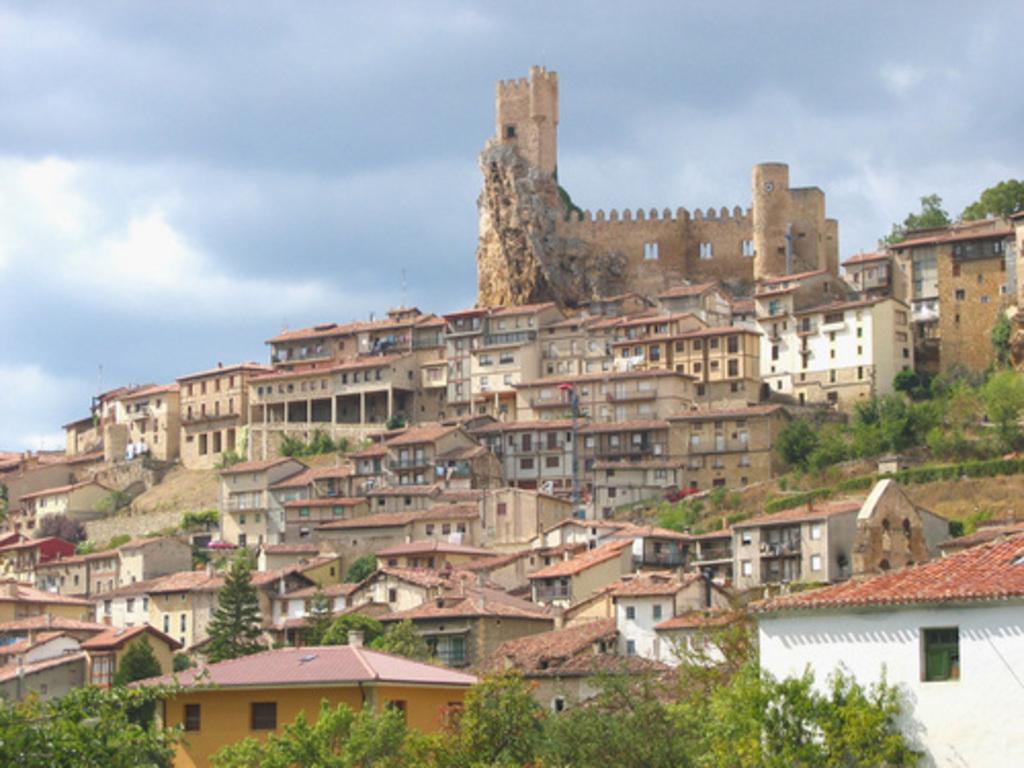Frías, su castillo y sus casas colgantes