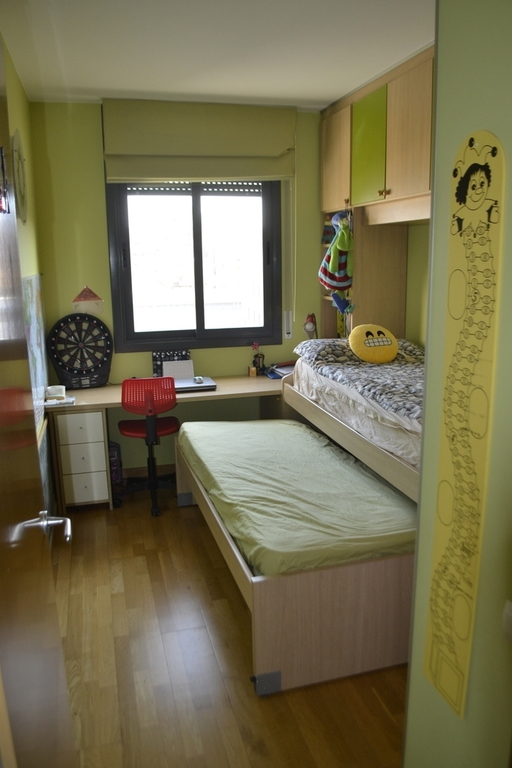 Adrià's bedroom with two single beds