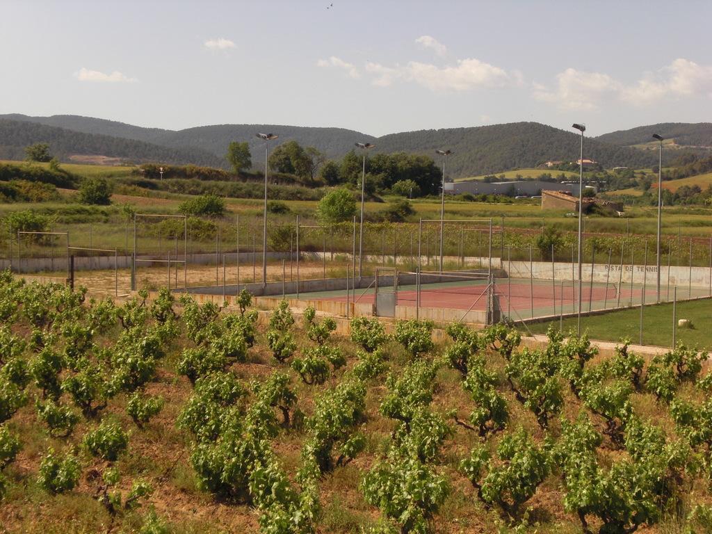 Tennis court, next to the public swimmingpool.