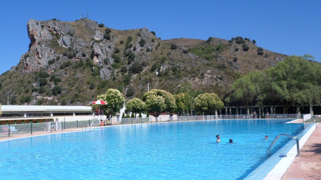 EZCARAY. Public swimming-pool.