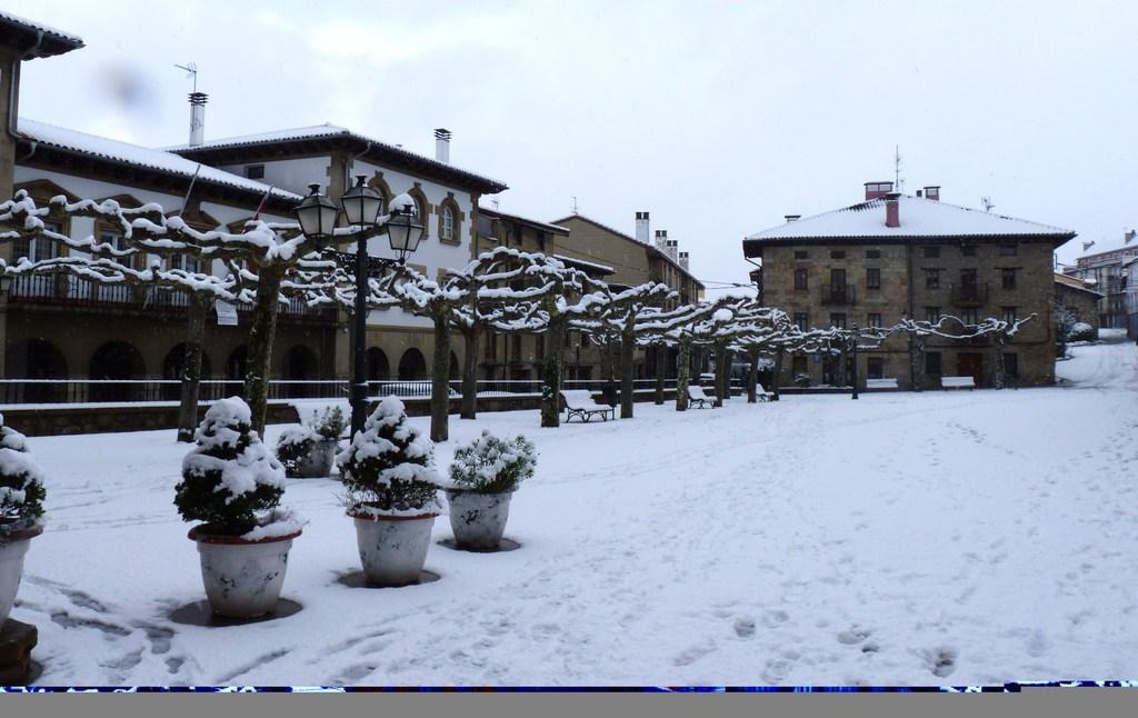 nevada en la plaza del pueblo