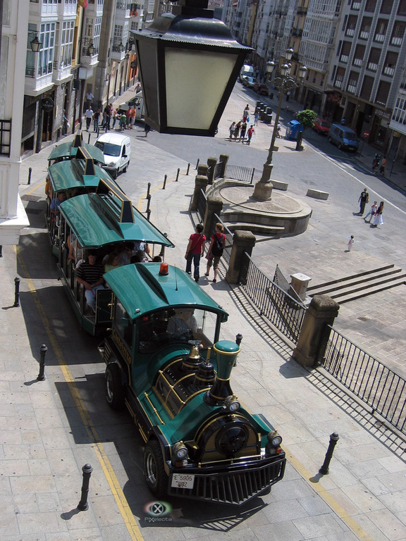 Tren que recorre el centro de Vitoria-Gasteiz
