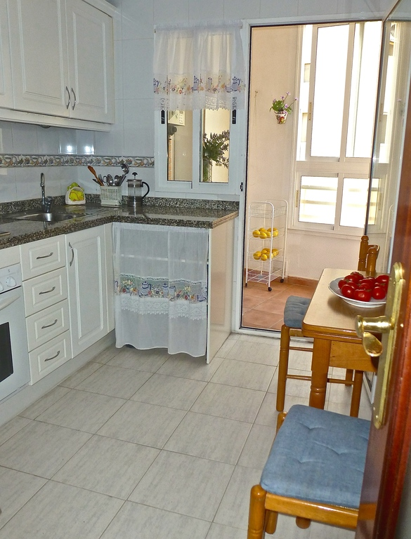ALICANTE HOUSE: kitchen