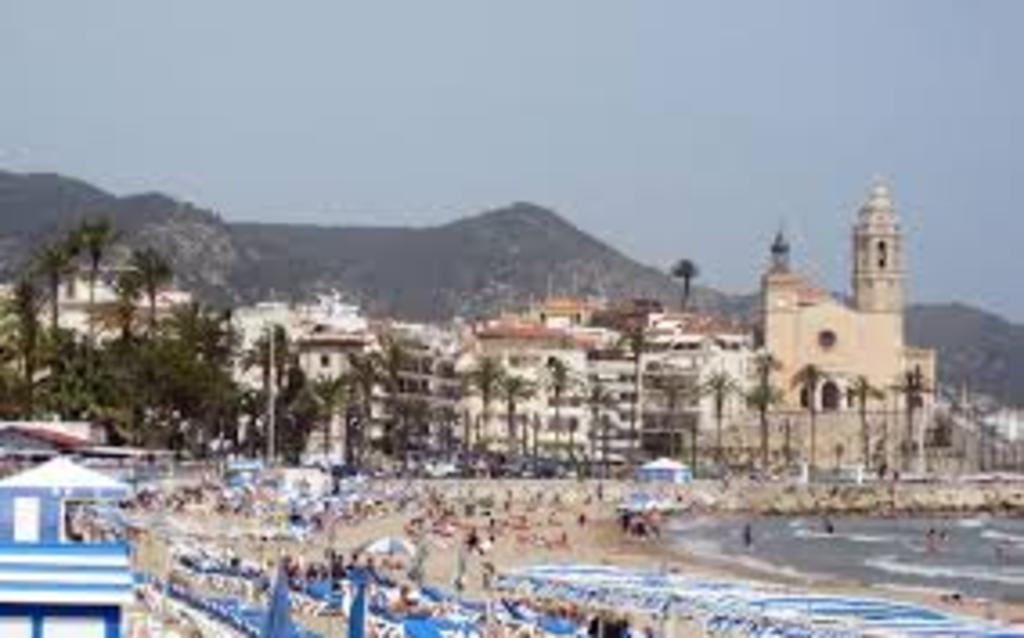 Sitges, famous beach, 40' by car