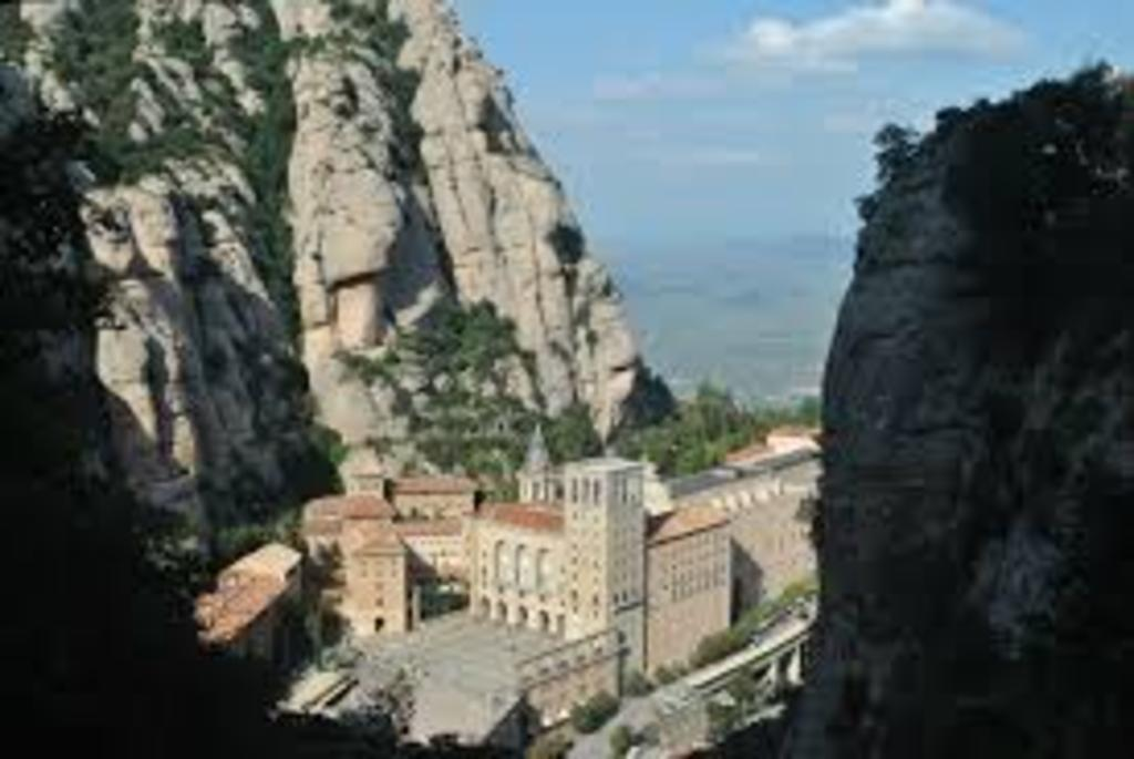 Montserrat, sanctuary and  mountain walks and climbing, 20' by car