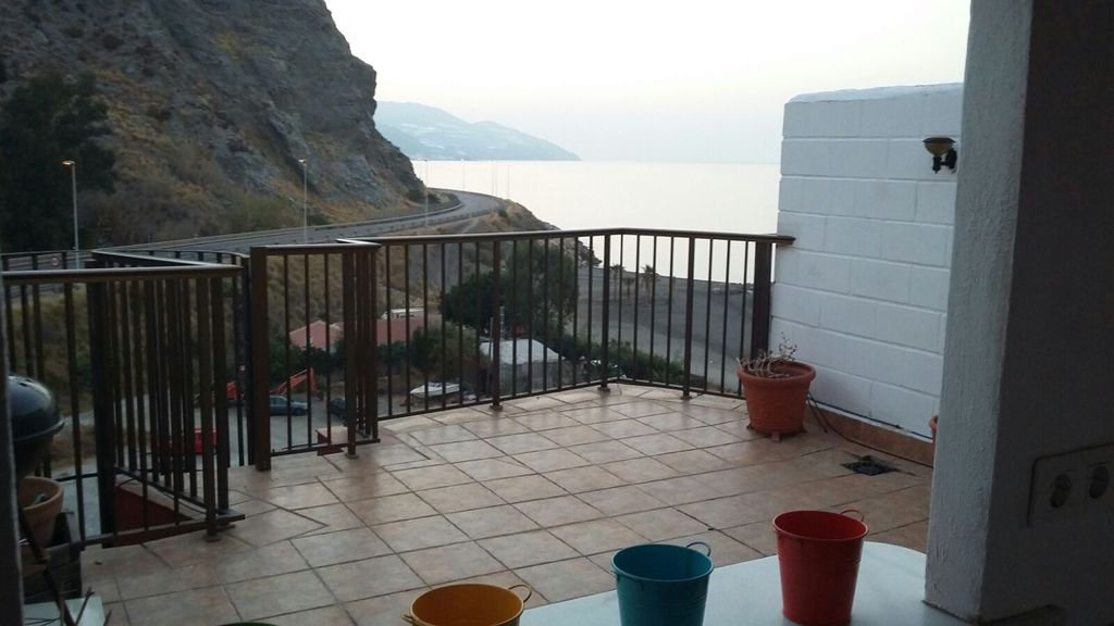Terrace 2 (views to the sea).