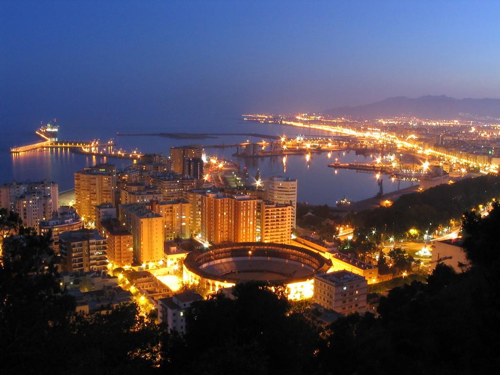 Málaga, Plaza de Toros y Puerto