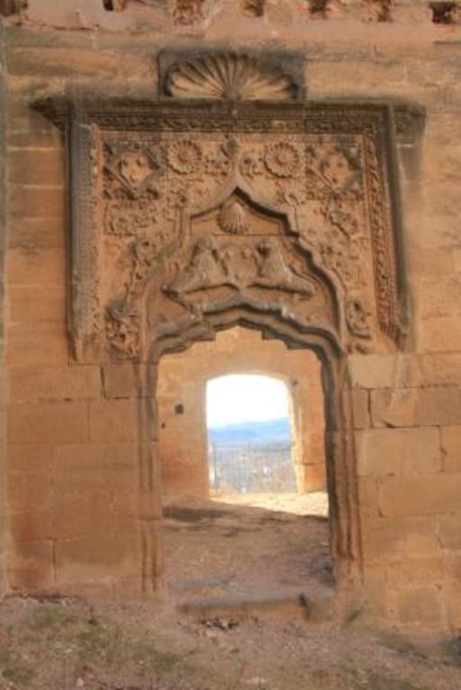 Entrada de la sala capitular del castillo de Maella