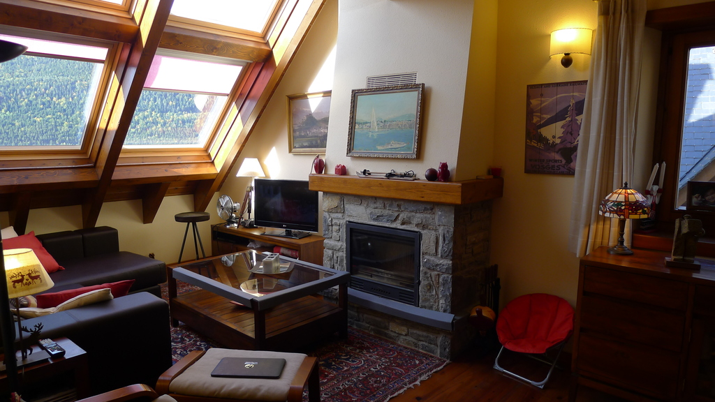 Living room with spectacular views to the mountain peaks and forests surrounding the Aran Valley