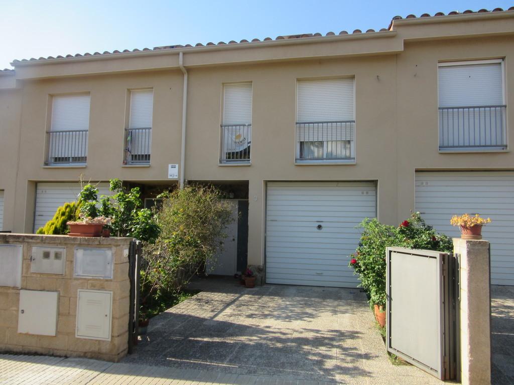 The front of the house / La fachada de la casa
