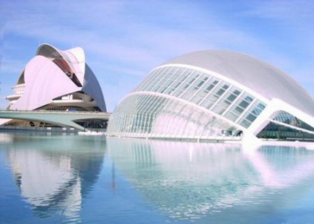 Valencia located a 1,5 h. from Alicante: Oceanografic, Ciudad de las Artes, etc
