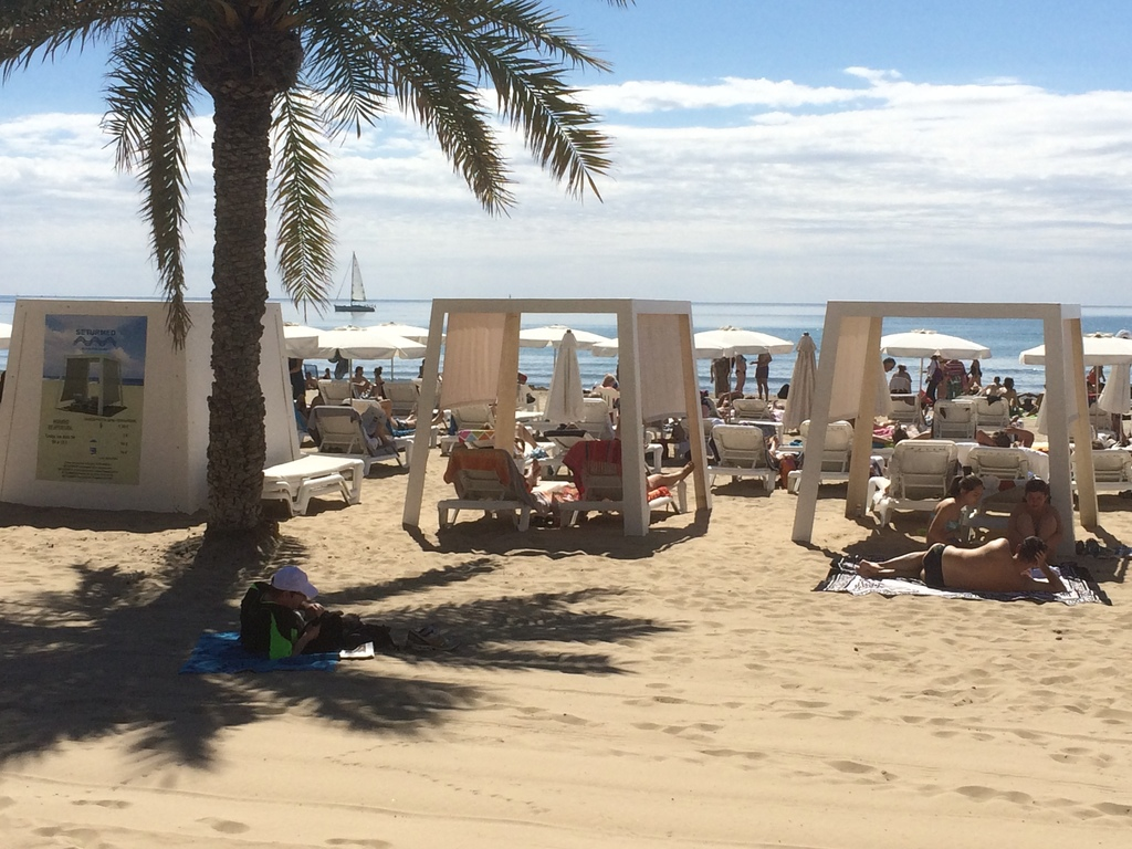 Alicante beach - located at 5 min walk from the apartment