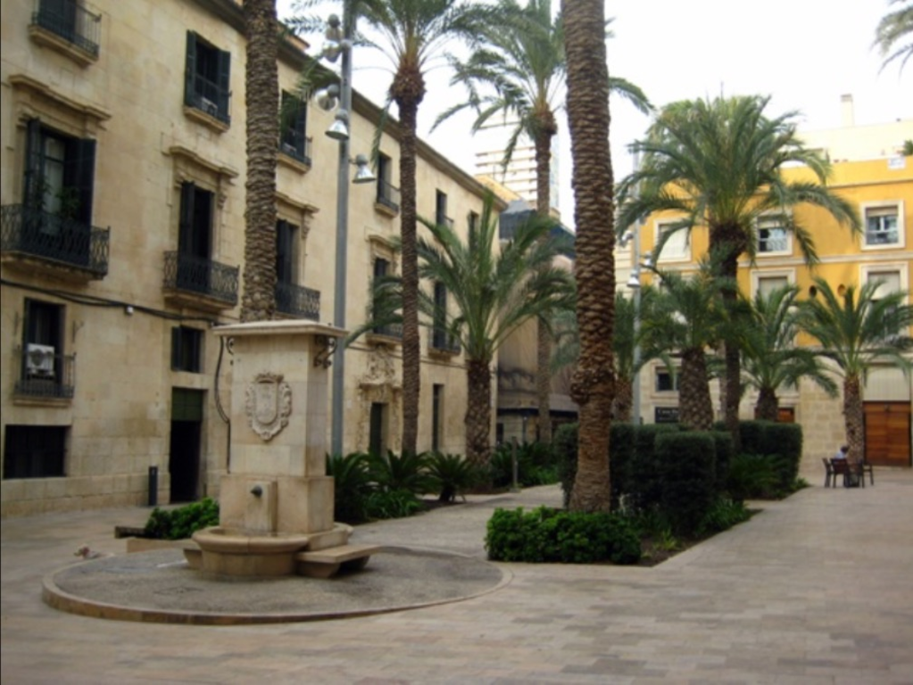Mediterraneam squares and streests located at 3-5 minutes from the apartement