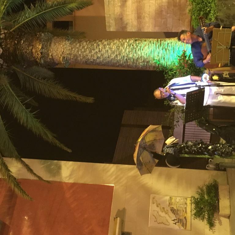 Street concert at plaza del Puente (Santacruz district)