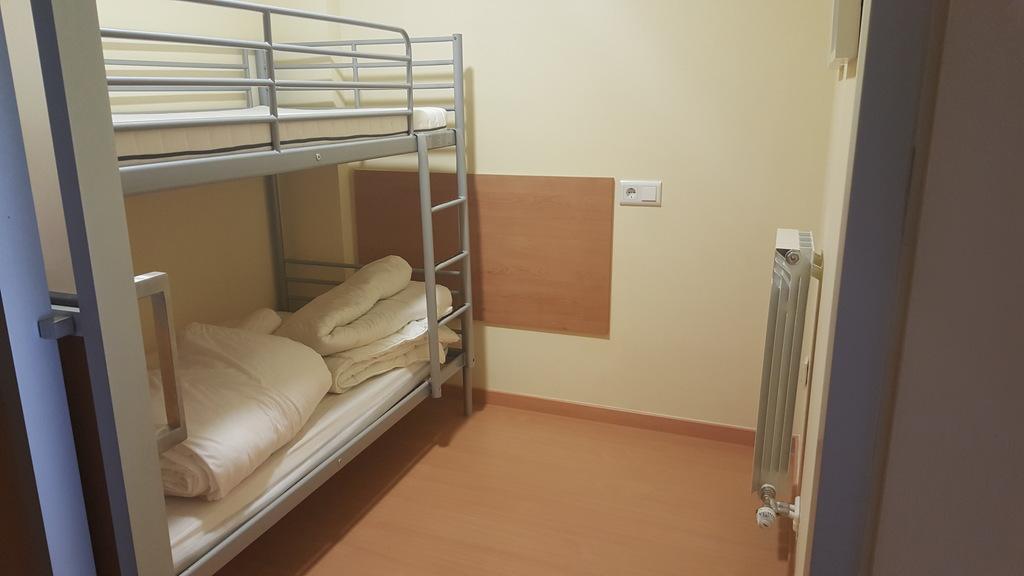 Habitacion con literas para 2 personas.