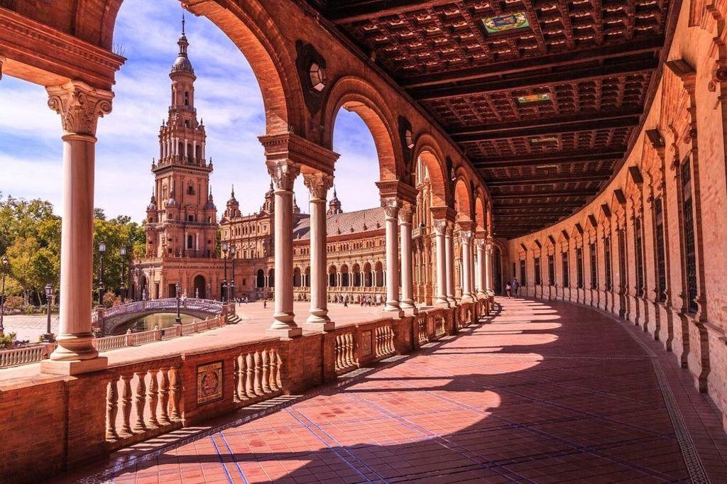 Plaza de España, 5 min walk