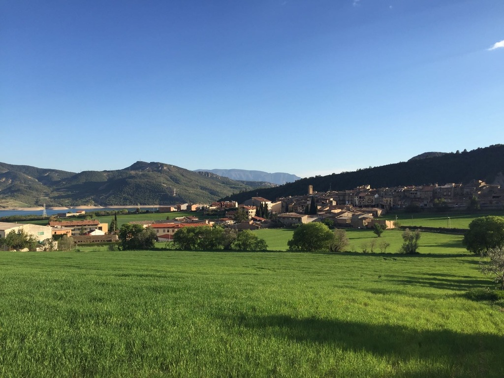 Walking in Spring time - Apartment in Salàs de Pallars (Lleida)