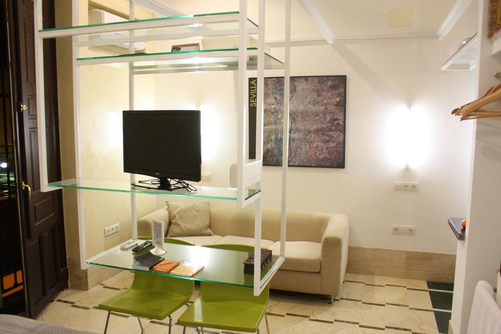 Bedroom 2: 2 single beds together+bathroom+small kitchen+sofa