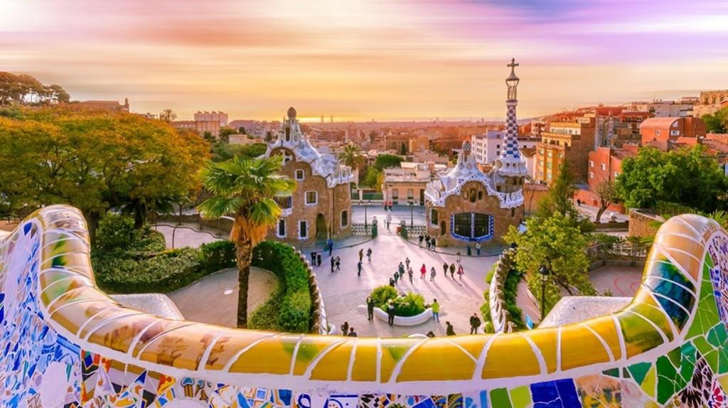 Visit Gaudi's Park Güell Barcelona