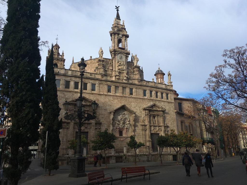 Igesia de los Santos Juanes, junto al Mercado Central
