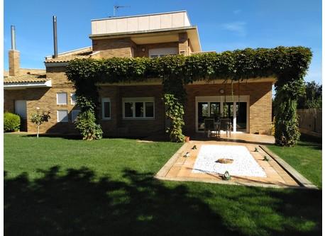 Vista de la casa desde el jardin