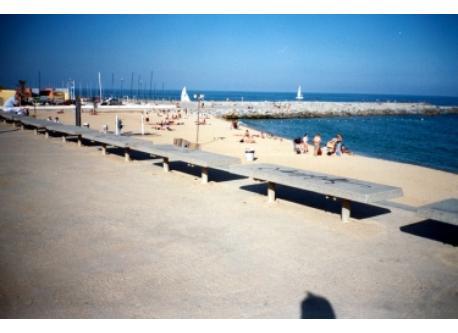 the beach (5' on foot)
