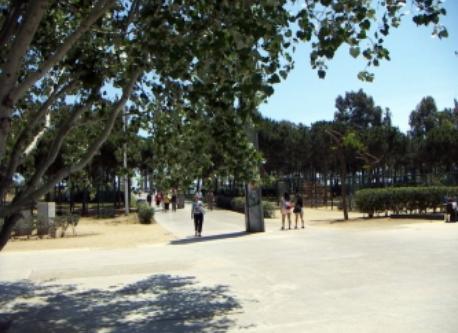Poblenou Park (4' on foot)