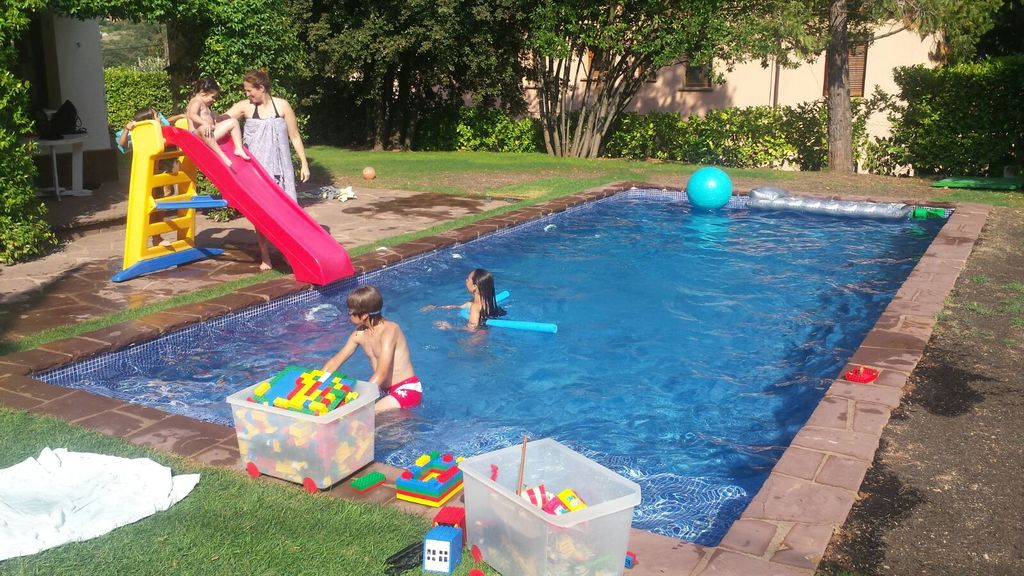 Children enjoy a lot the saltwater swwimming-pool (without chlorine)