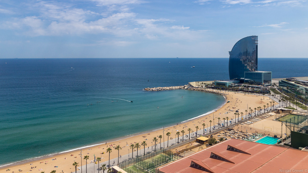 There are several wonderful beaches in Barcelona and some of them have free parking