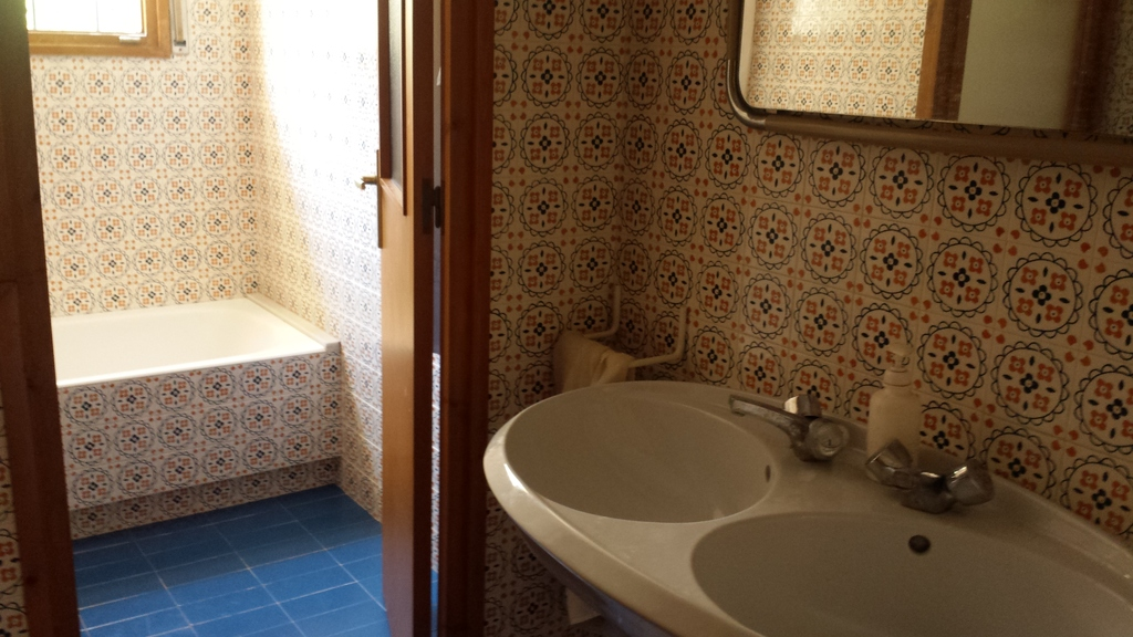 1 second floor toilett and bathroom