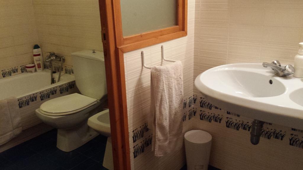 2 second floor toilett and bathroom