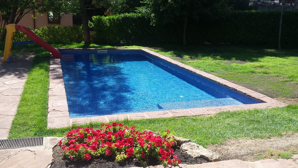 9 x 4 m modern swimingpool built last summer